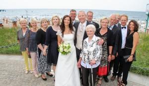 Brautpaar mit Familie